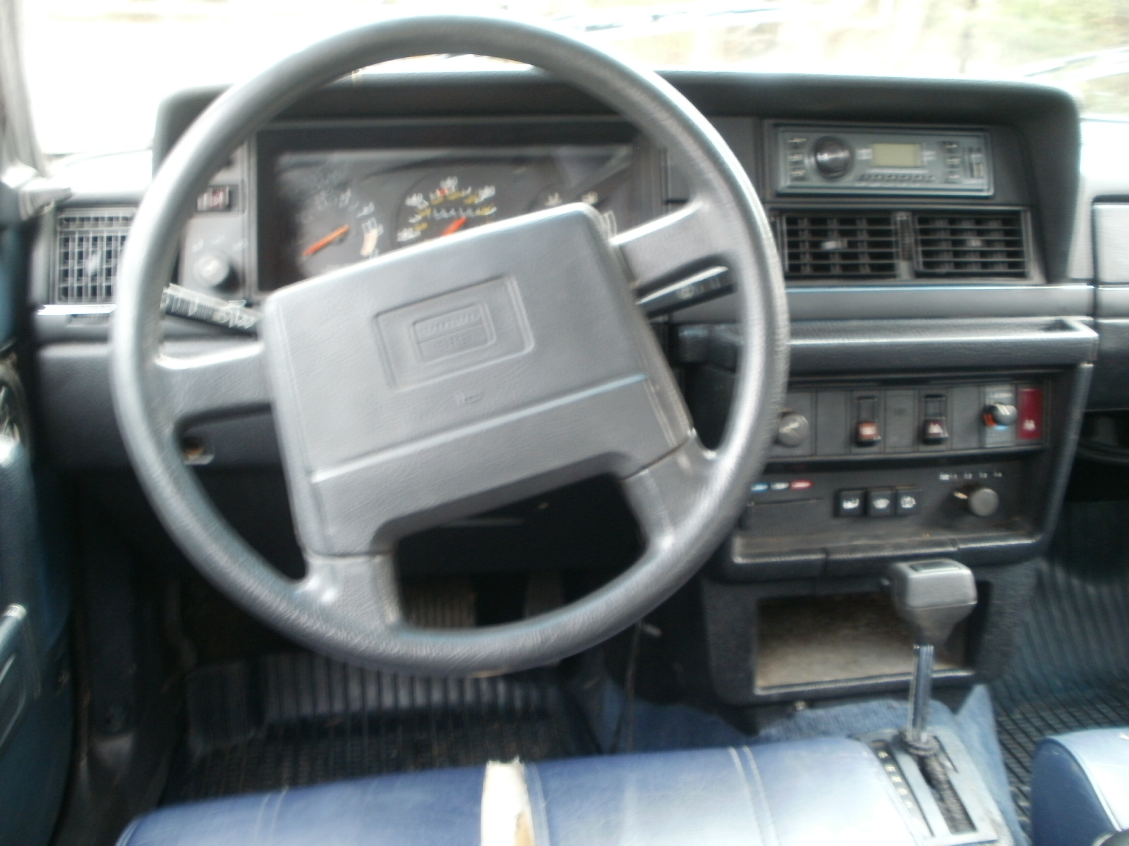 17-003 WHITE ON BLUE 1990 245DL AUTOMATIC FOR SALE AT RAINBOW AUTO
